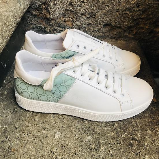 Leder  Sneaker  in Weiss / Salbei