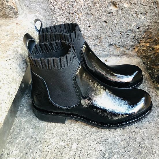 Weiche Naplack-Leder Stiefelette in schwarz mit Rüschen
