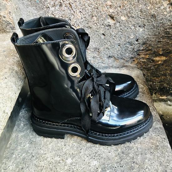 Feminine Schnürstiefelette in geschliffenem Leder, schwarz