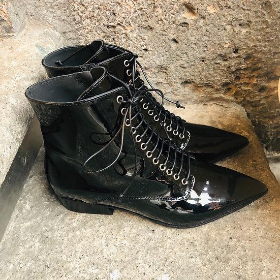 Extravagante Lackleder Schnürstiefelette, schwarz