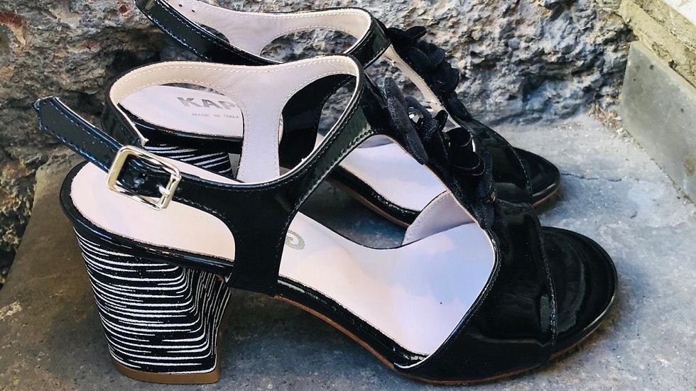 Schwarze Lack-Leder-Sandale