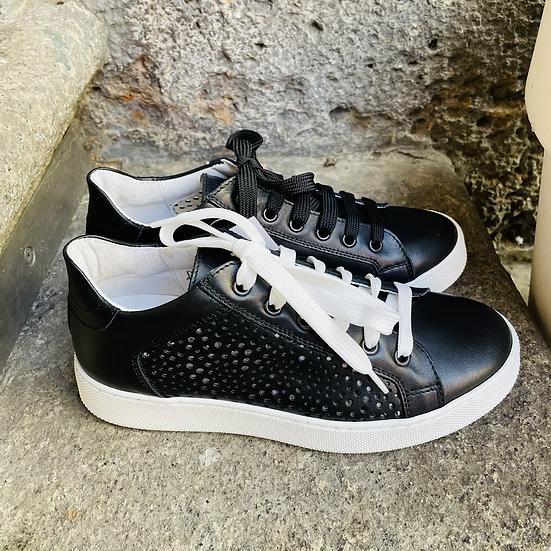 Leder  Sneaker  in Schwarz mit weisse Sohle