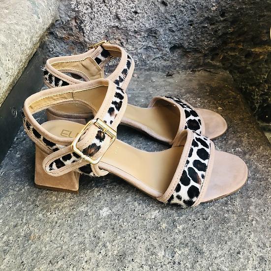 Taupé Leder-Sandale mit Leopard-Optik Einsätzen