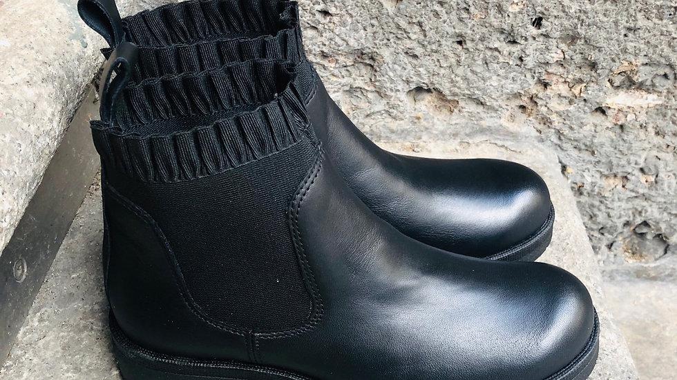 Nappa-Leder Stieflette in schwarz mit Rüschen