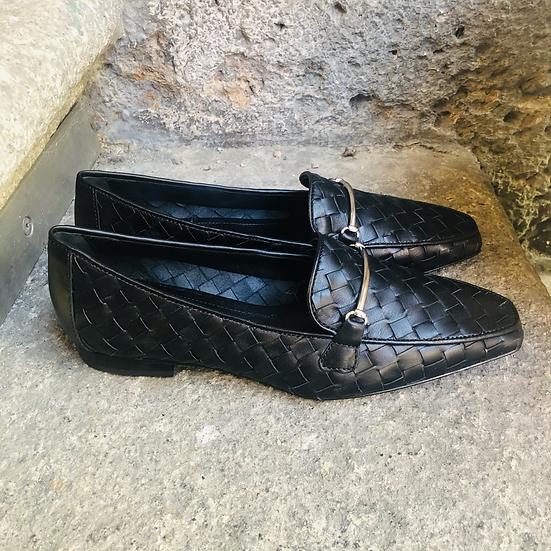 Schwarzer Leder-Mokasin geflochten