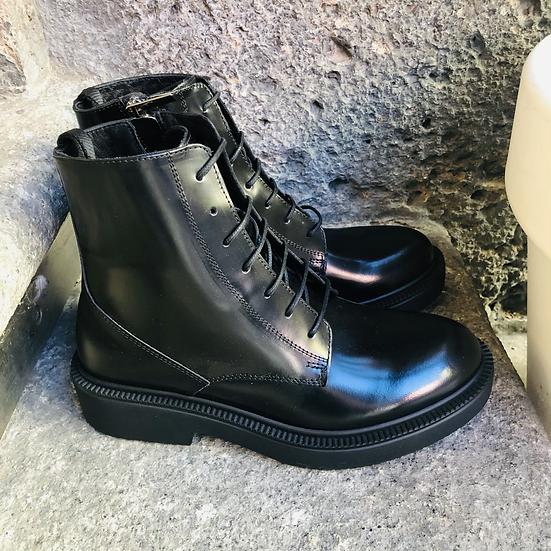 Feine Leder-Schnürstiefelette, schwarz