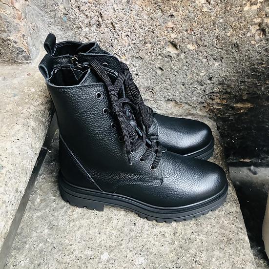 Hirschleder-Schnürstiefelette in schwarz