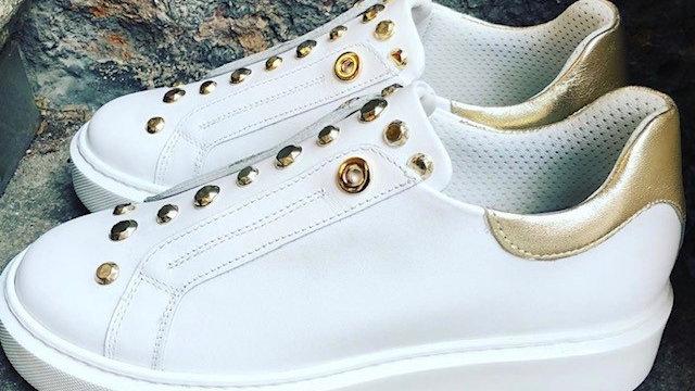 Leder Sneaker weiß mit Metallnieten