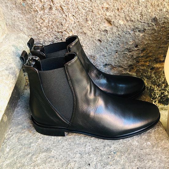 Elegante Nappa-Leder Stieflette, schwarz