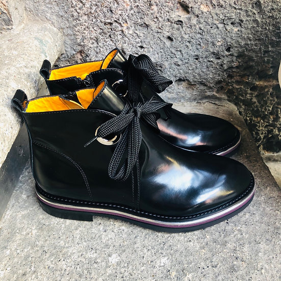 Feminine Leder-Stiefelette, schwarz