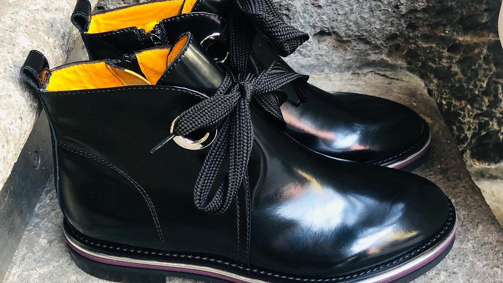 Schwarze geschliffene Leder Stieflette