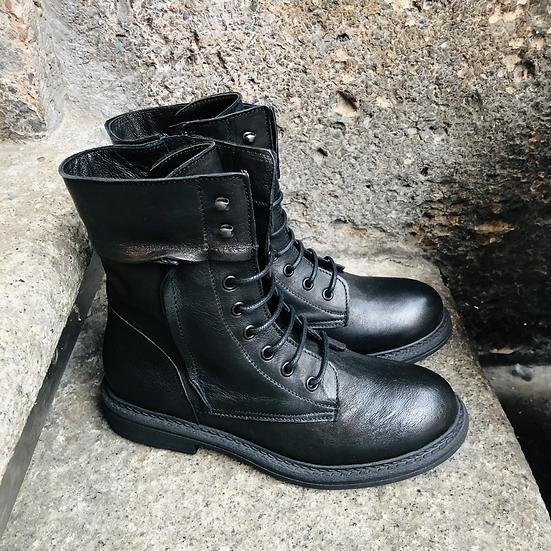 Leder-Schnürstiefelette, femininer Military-Style, schwarz