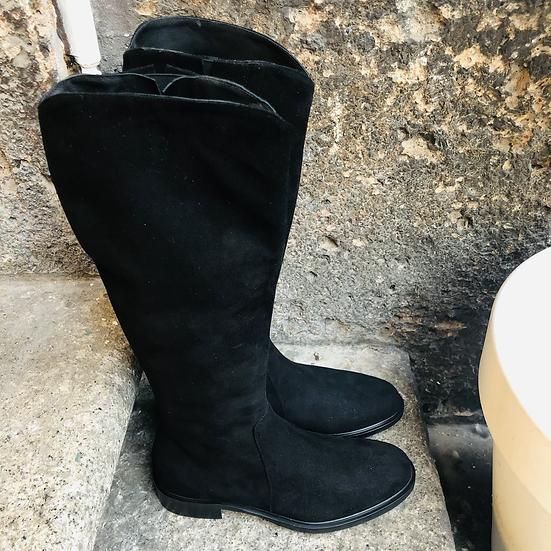 Wunderschöner Rauleder-Stiefel, schwarz
