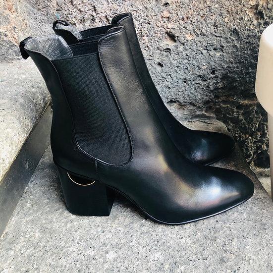Außergewöhnliche Leder-Stiefelette mit 6-7 cm Absatz