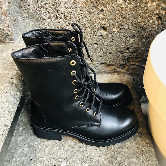 Elegante Leder-Schnürstiefelette in schwarz