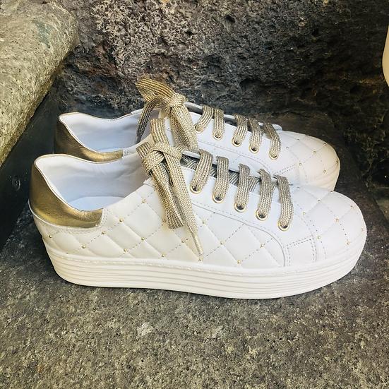 Leder Sneaker  in weiß gesteppt