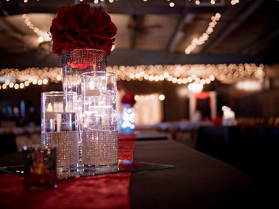 Dramatic Sparkly Wedding Centerpiece
