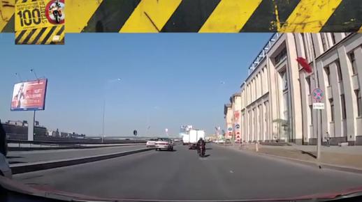 Motosiklet Kazası - Ortada Kuyu Var, Yandan Geç!