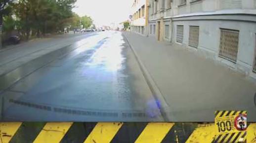Motosiklet Kazası - Islanmış Metal Zeminlere Dikkat
