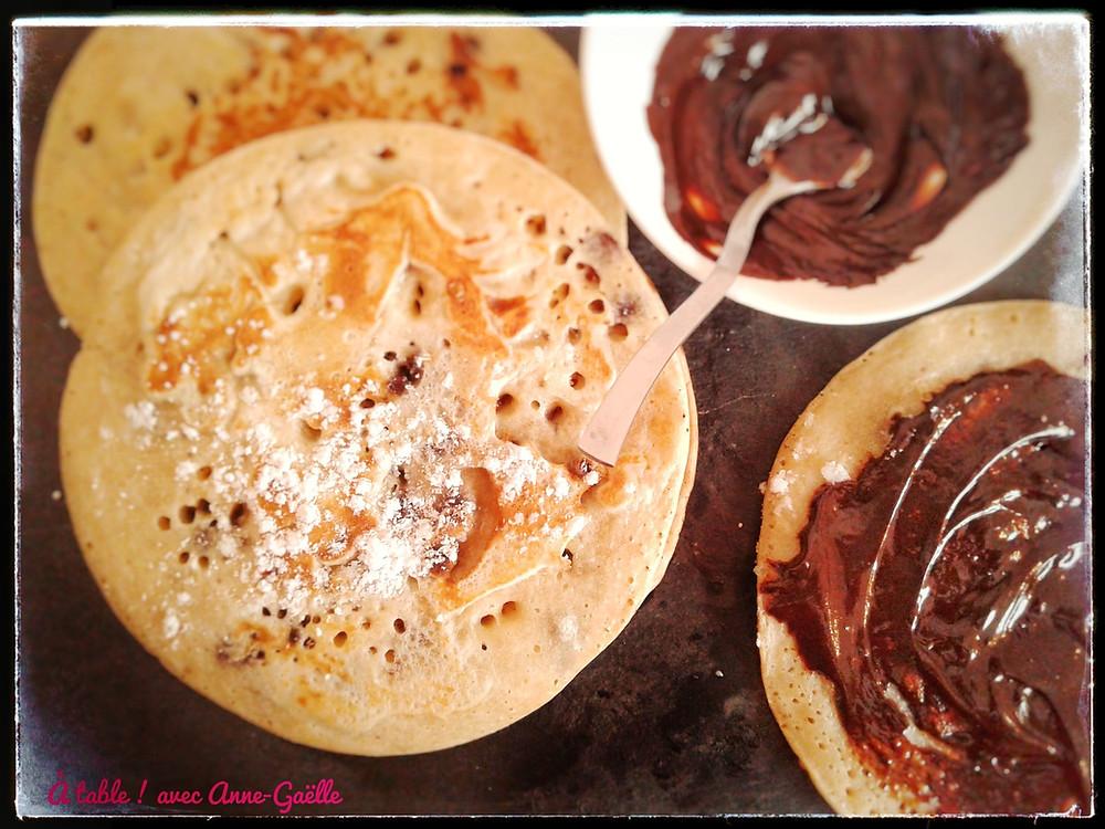 Pancakes et chocolat.