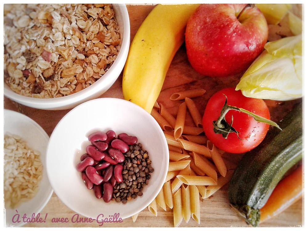 Divers aliments d'origine végétale, adaptés aux régimes végétarien et vegan.