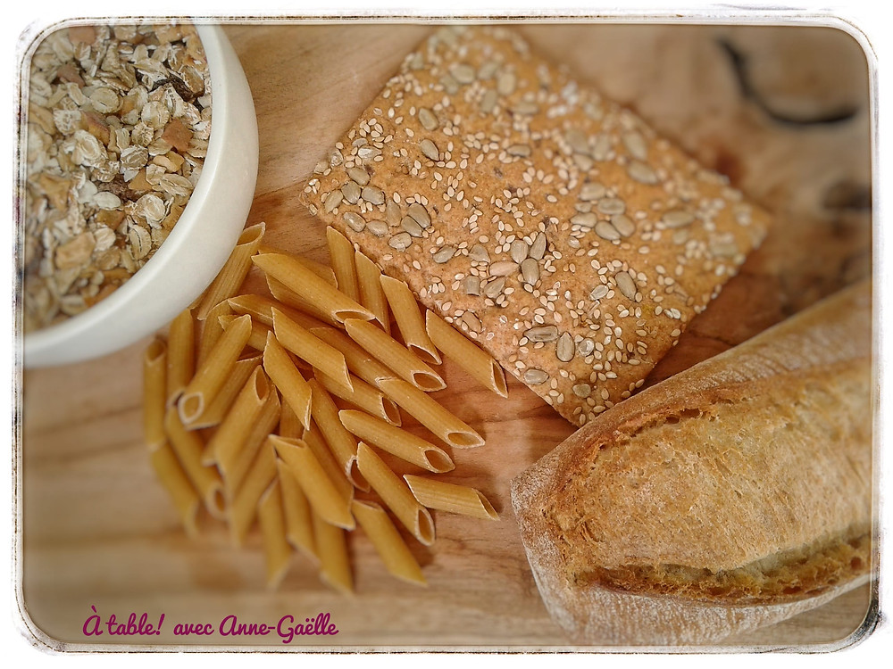 Aliments contenant du gluten: pain, pâtes, céréales.