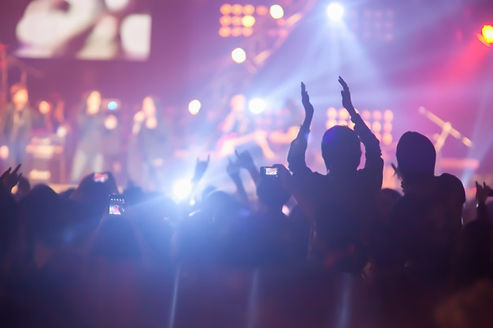 blurry-image-background-many-audience-co