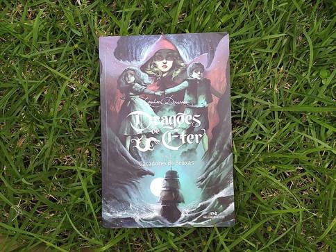 Resenha Dragões de Éter, Caçadores de Bruxas. Uma Fantasia Sombria