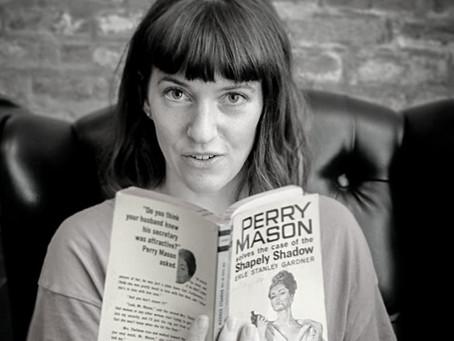 Tori Telfer e Seu Humor Ácido e Macabro para Livros