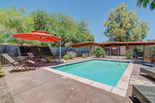 Yucca - Pool