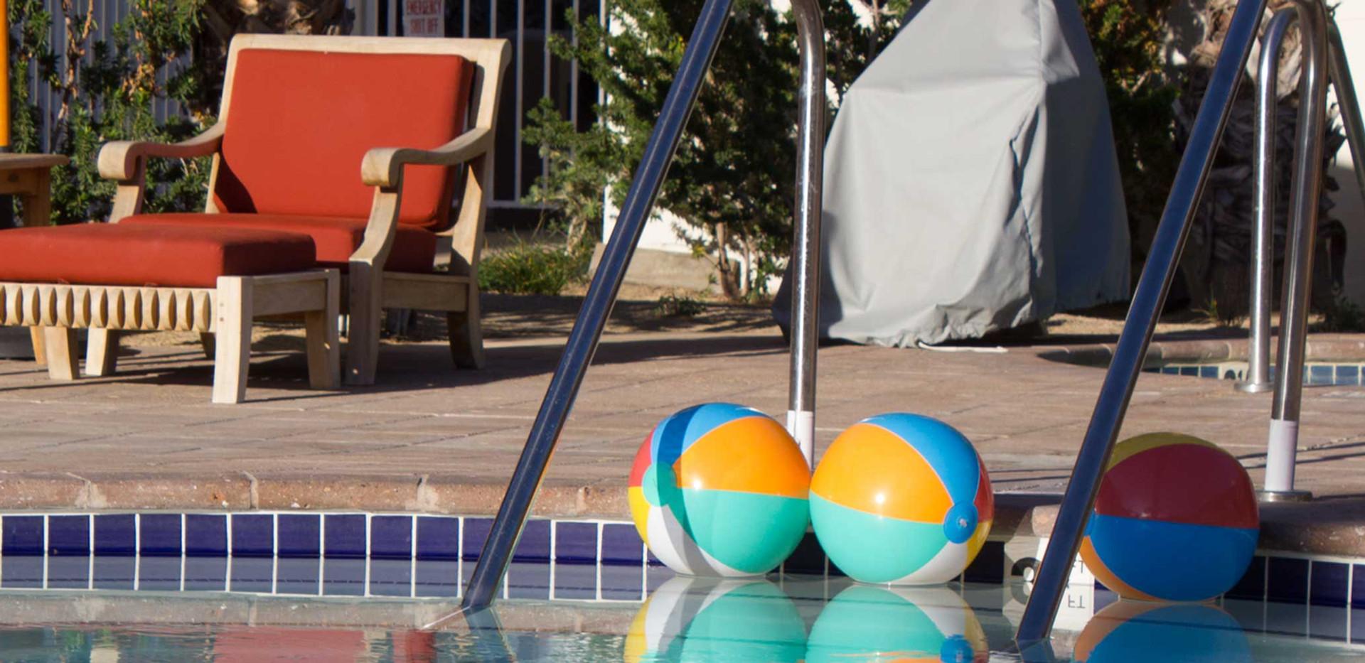 Deluxe pool with beachballs