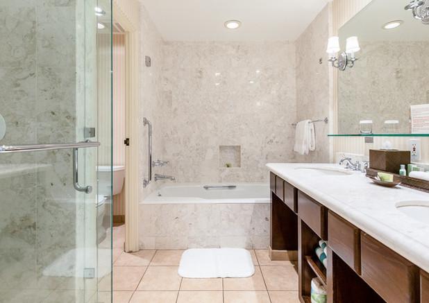 Deluxe Bathroom - Tub/Shower
