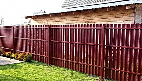 забор из штакетника3.jpg