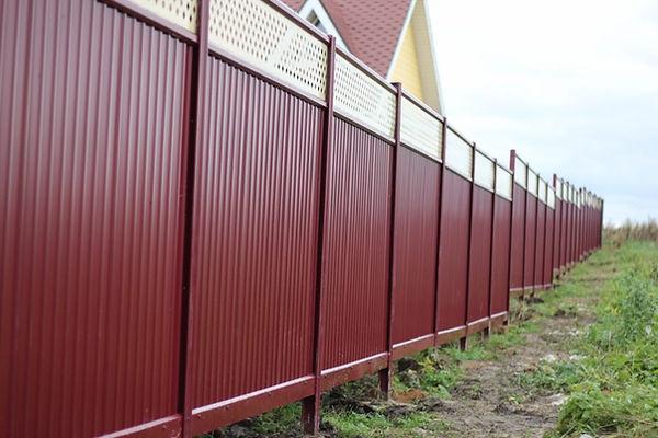 забор из профнастила в Новатике.jpg
