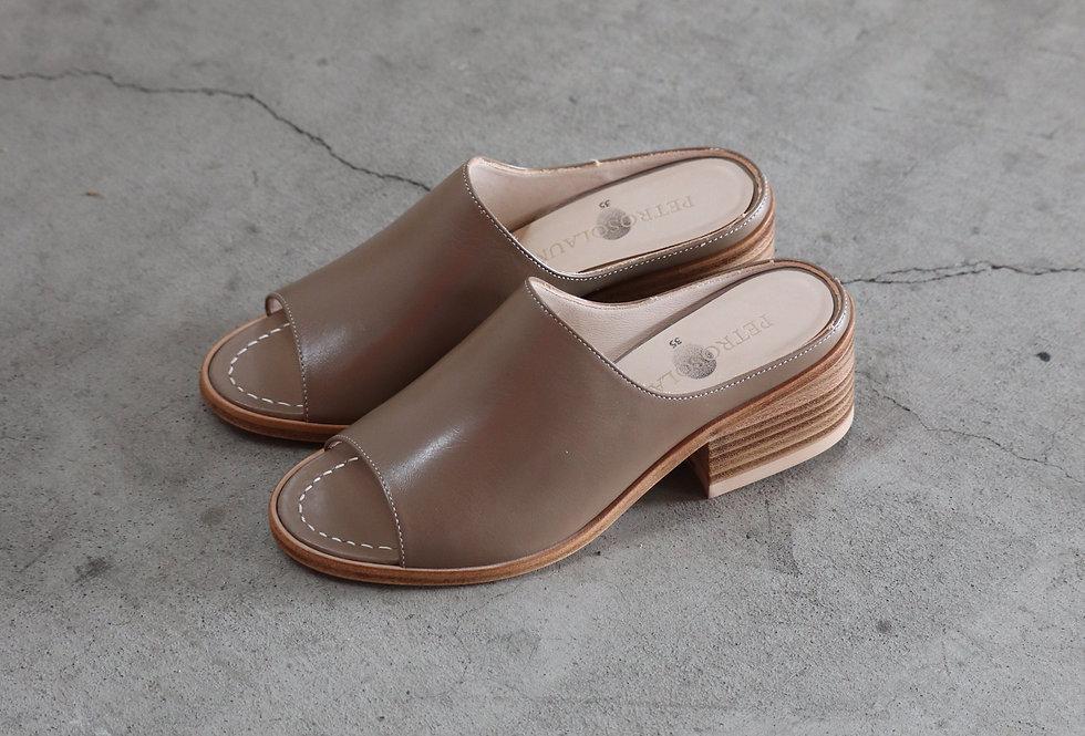 PETROSOLAUM Sabot sandals G.BEIGE