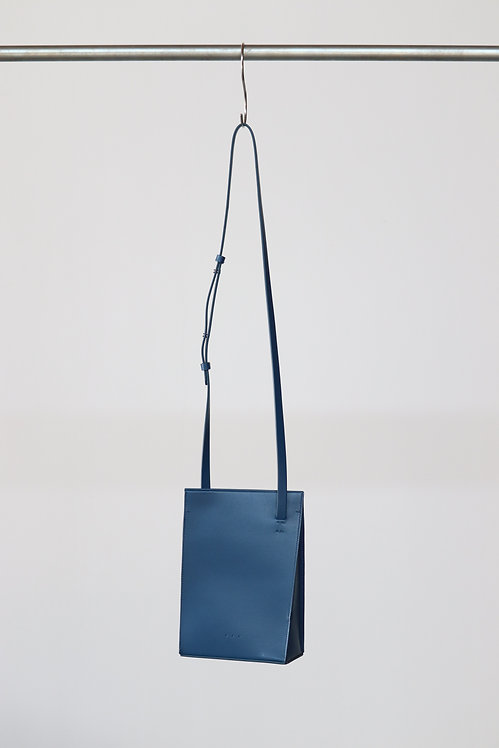 AESTHER EKME TWISTED BAG COBALT