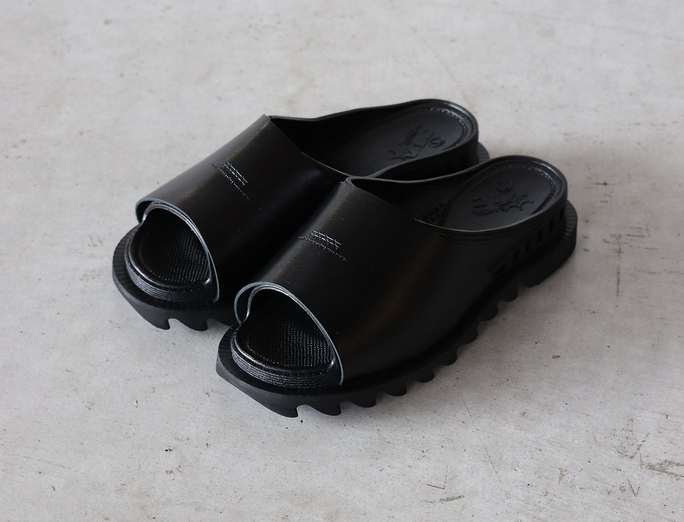 bench BENSAN-D COVERED LEATHER SHARK SOLE -BLACK-