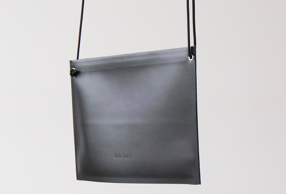 beta post Welder zip pouch BLACK