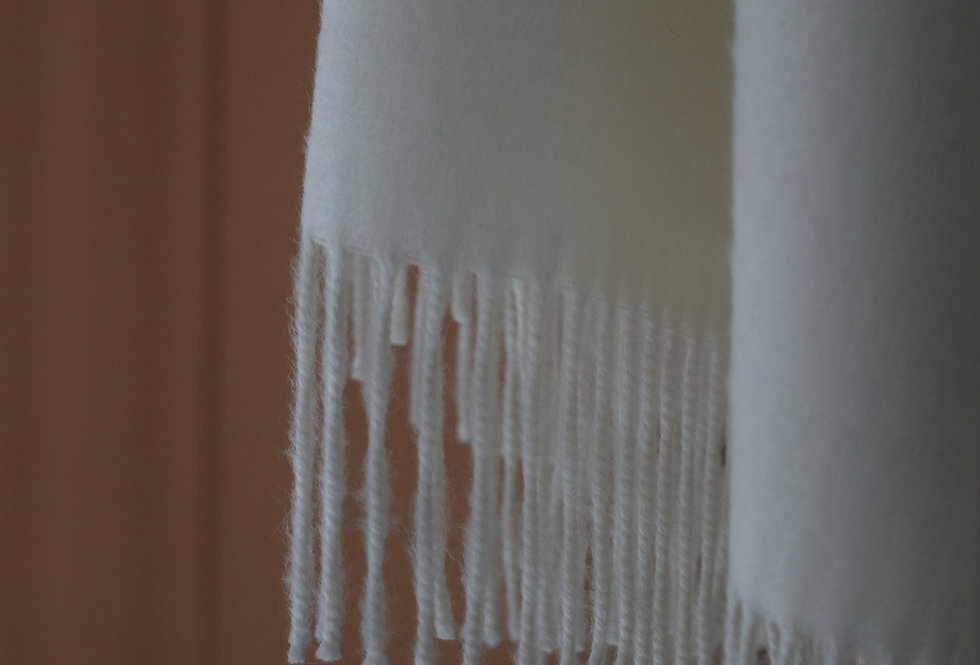 THE INOUE BROTHERS Large Brushed Stole Natural White