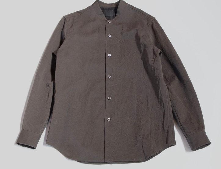 山内 有松塩縮加工リネンシャツ(羽襟なし) gray khaki