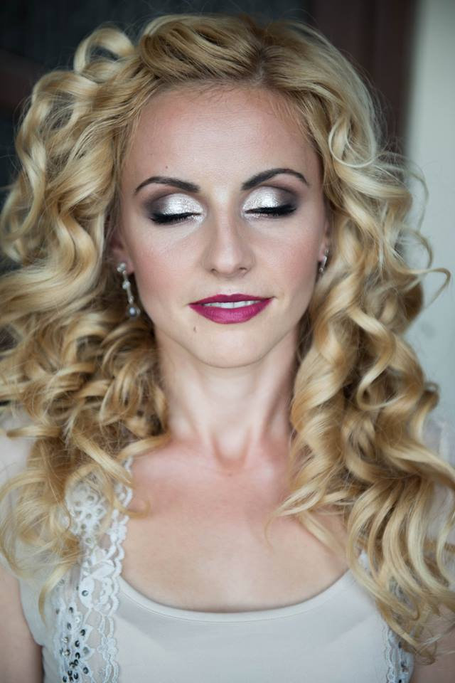 OCCASION MAKEUP AT A LOCATION