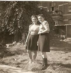 Holland sept 1945 Rena and Danka.JPG