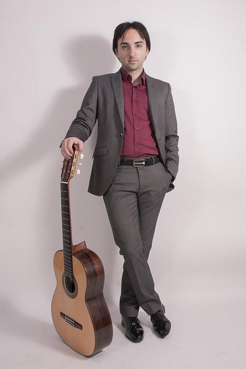 Luis Alejandro García Guitarra Guitarist