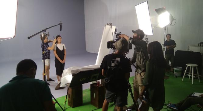 Behind scene LAURIE