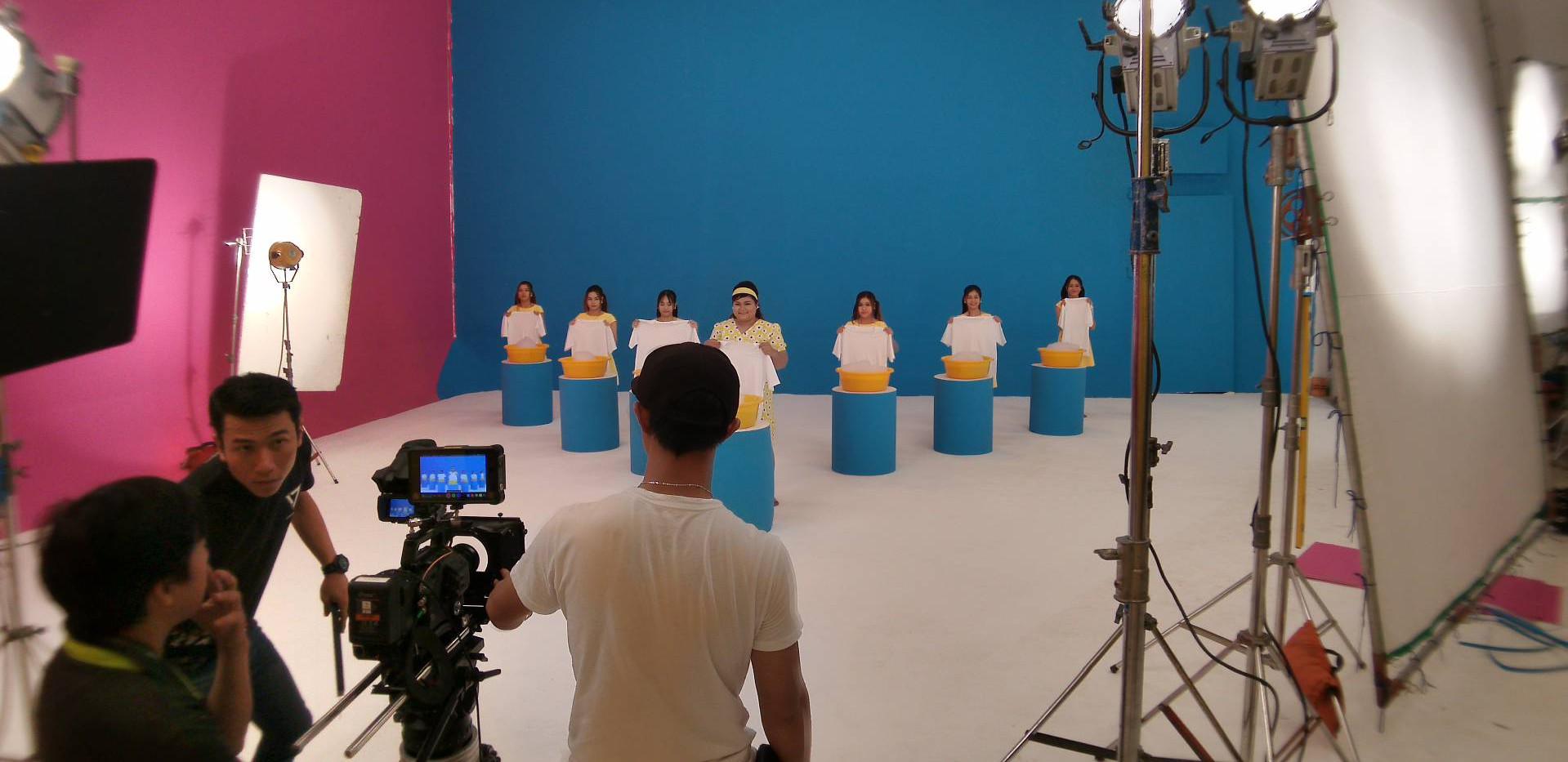 Behind Scene-SURF.jpg