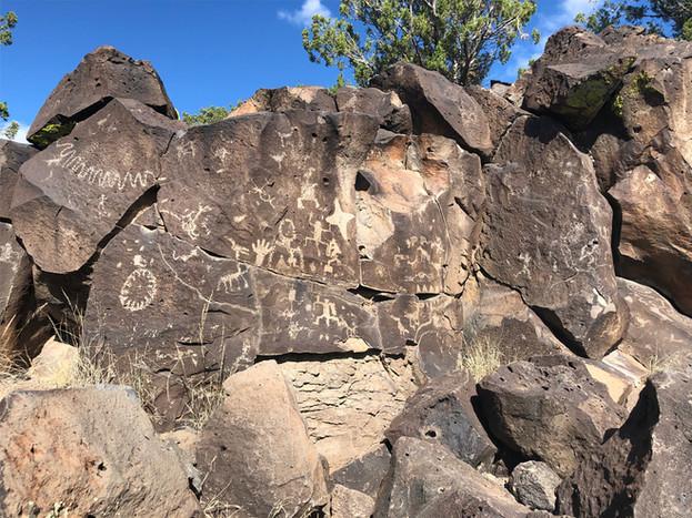 petroglyphics near Aldea de Santa Fe