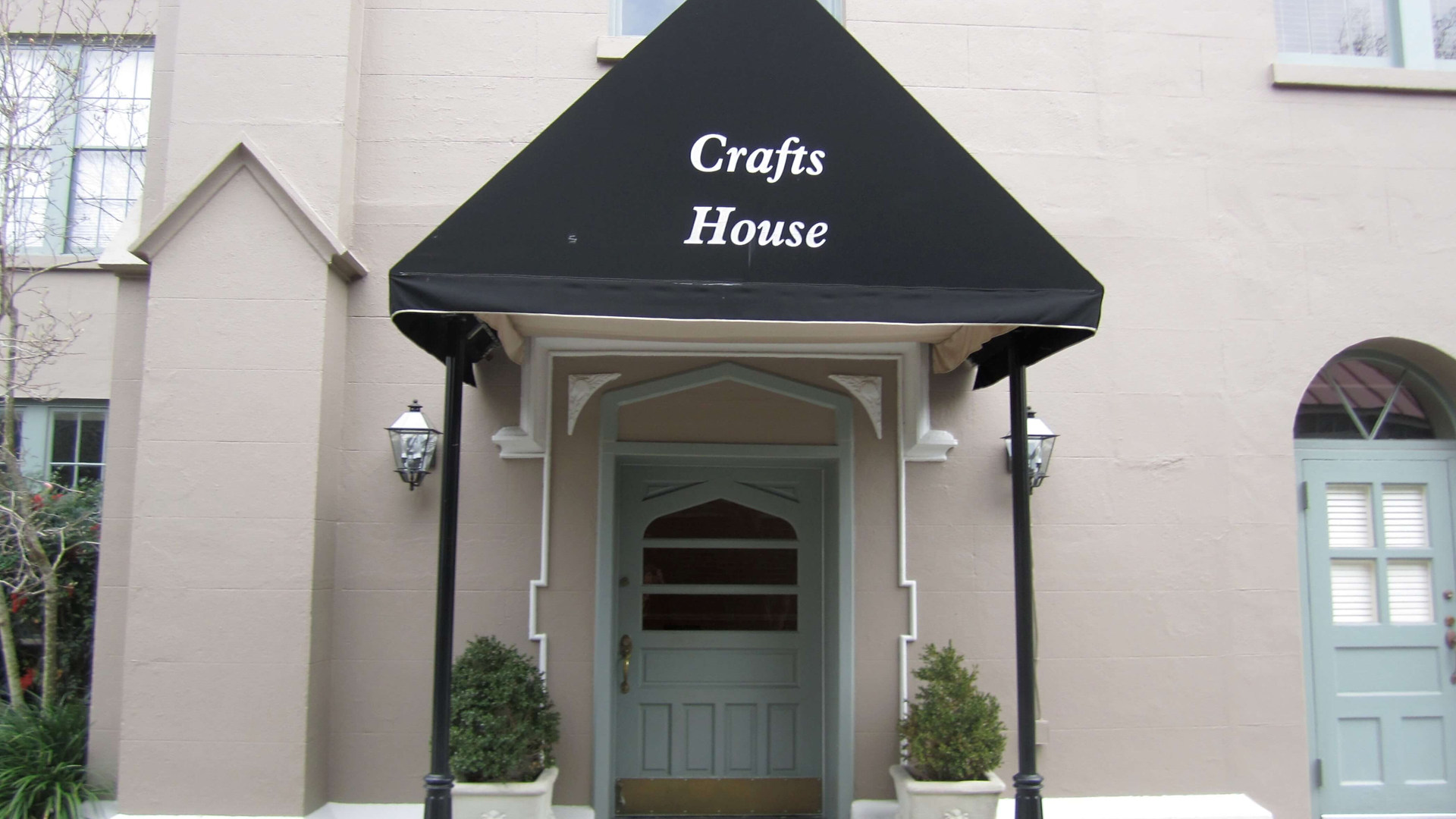 THE CRAFTS HOUSE