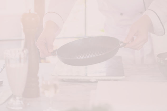 Cuisinel-Chef%20Holding%20Pan-AdobeStock