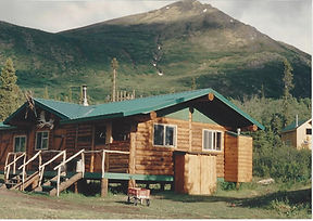 The lodge at Manker Creek with Majestic Mountain behind it