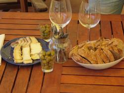 יין וגבינות עיזים